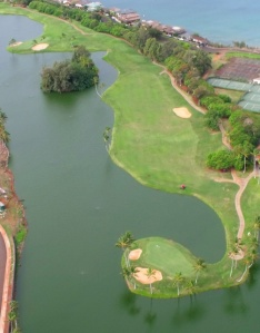 The 18th hole at Kauai Lagoons taken from the helicoper - Hey, Linda may not be a golfer, but I am.