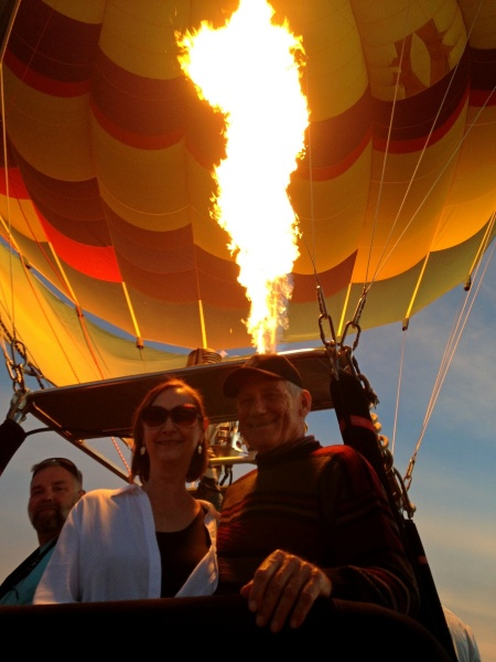 2015-12-06--#04--Hot Air Ballooning - Linda and Wayne