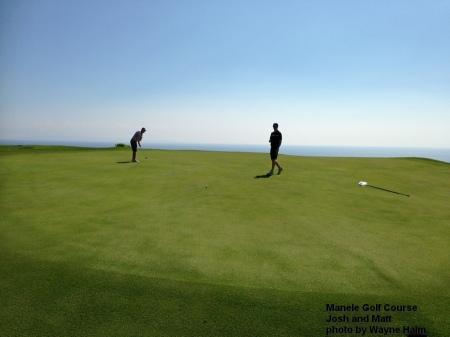 Josh putting on the Manele Golf Course on Lanai.